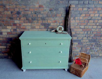 Bienenwachs schützt Möbel, die mit Milk Paint gestrichen wurden besonders gut