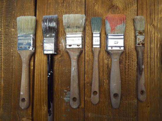 Wer häufig bei seinen DIY Projekten streicht, sollte auf die Qualität seiner Pinsel achten