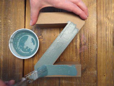 Etwa 3 Mal solltest Du streichen, wenn Du eine voll deckende Farbschicht erzeugen willst