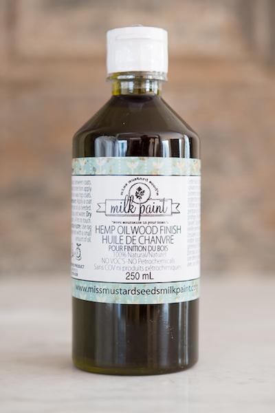 Hempoil, zu deutsch Hanföl ist ein natürliches, lebensmittelechtes Produkt, welches sich für den Einsatz im Kinderzimmer und in der Küche gut eignet