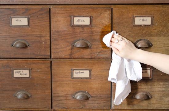 Hempoil eignet sich hervorragend für die Möbelpflege