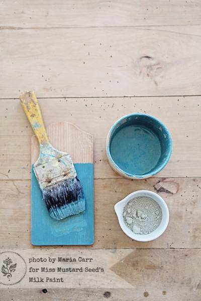 Milk Paint wird mit Wasser angerührt: Wir zeigen Euch das passende Mischverhältniss für unterschiedliche Anwendungsbereiche & Effekte