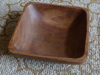 Die Maserung und Farbe des Holzes verschwindet nach und nach, wenn es austrocknet