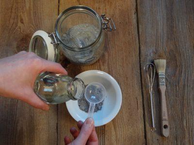 Wenn Du Miss Mustard Seed Milkpaint aanrührst merke Dir am besten das genaue Mischverhältniss von Wasser und Farbe