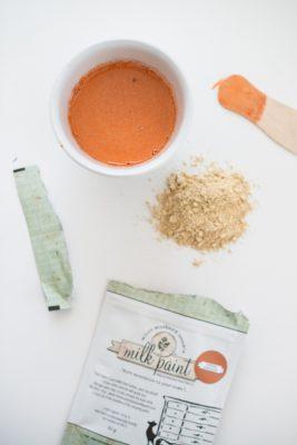 Bei diesem DIY Milk Paint Projekt kommst Du mit zwei kleinen Miss Mustard Seed Farbbeuteln aus