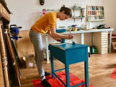 Für ein Möbel, das Du farblich umgestalten möchtest solltest Du schon einen Arbeitstag nur für die Maler und Spachtelarbeiten einplanen