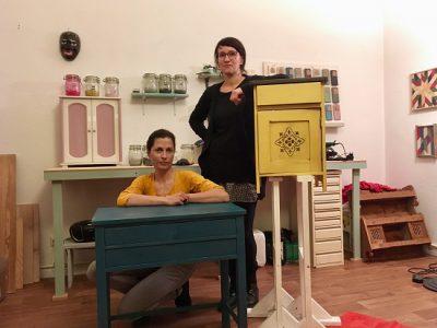Zu dem DIY Workshop Day in unserem neuen Studio hat Mandy übrigens ihre Freundin Mirella mitgebracht, die einen kleinen Nachtschrank in MMS Yellow und Curio bemalt hat