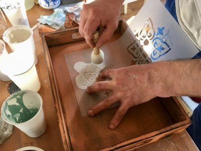 During the Rapuze DIY Workshop you may try out the handeling with milk paint, the use of stencils and different vintage techniques