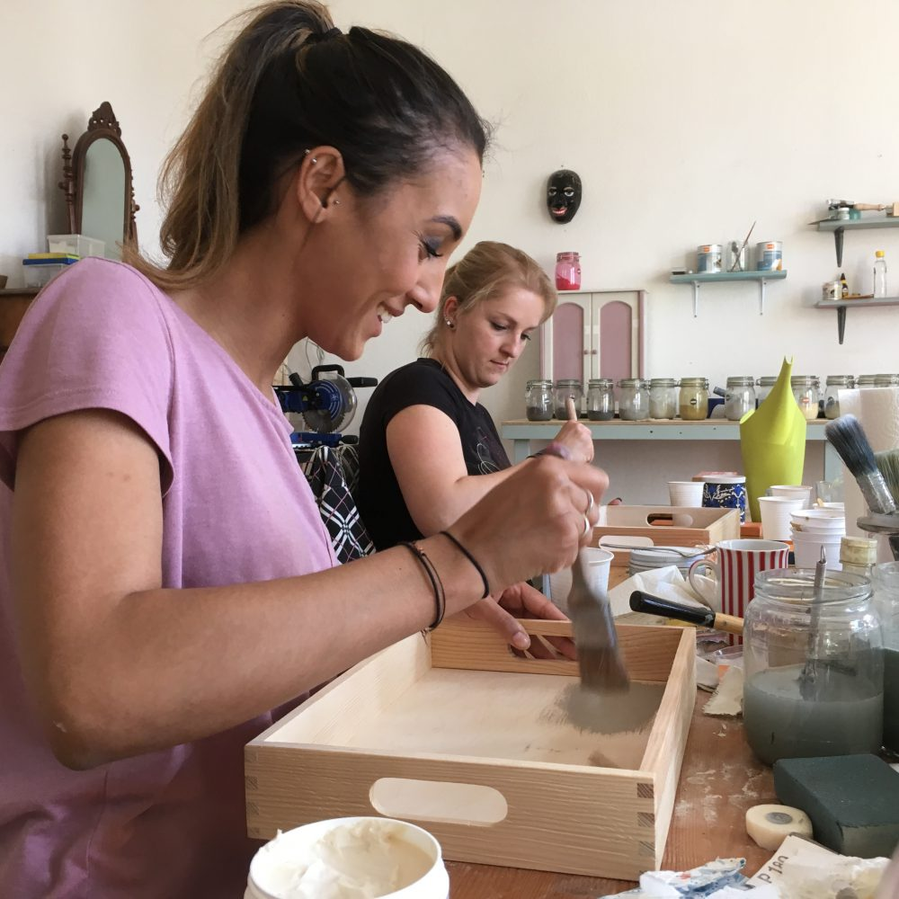 Rapuze Möbel will offer all DIY Workshops in english language too