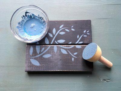Schöne Muster und Bilder mit Schablonen auf Dein Möbel zu übertragen ist gar nicht so schwer